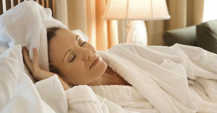 определите можно ли ложиться спать с мокрыми волосами Снегурушка