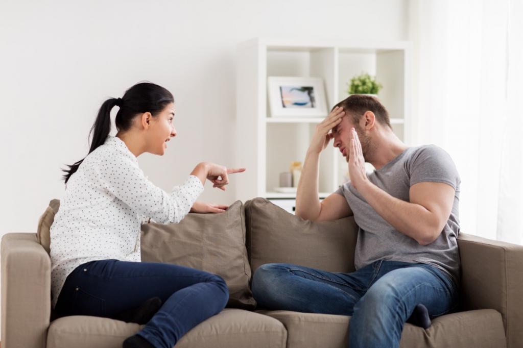 زوج يطعن في شرف زوجته