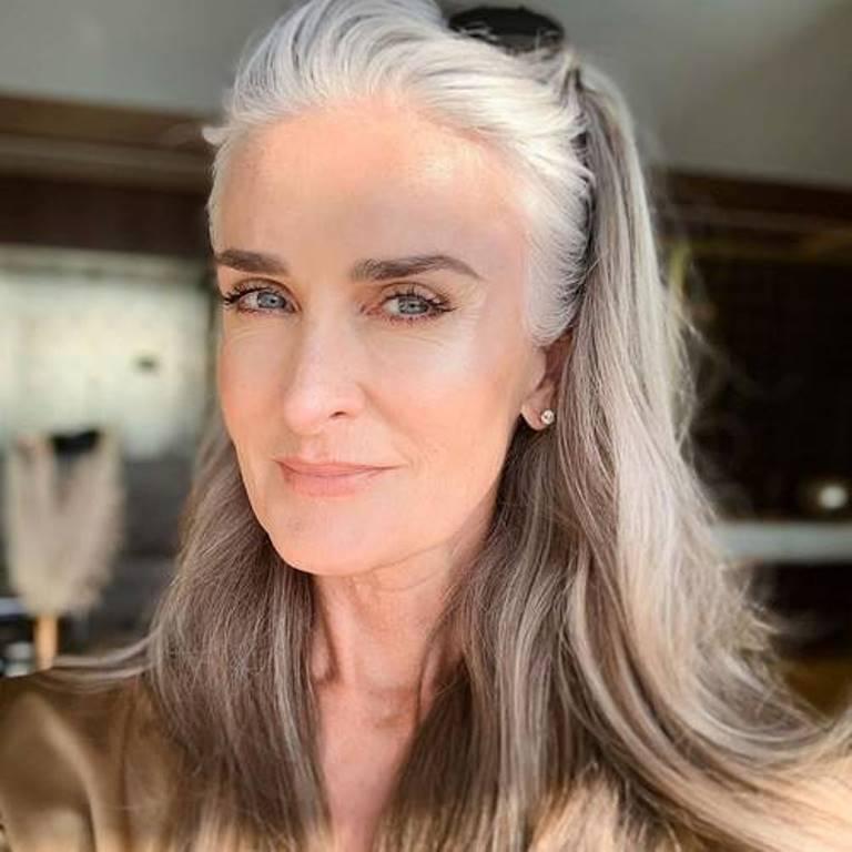 Держитесь подальше от солнца: 56-летняя модель Кэролайн Лабушер рассказала,  как сохранить молодость кожи | Lifestyle | Селдон Новости