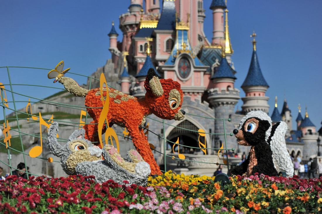 amusement park and euro disney Disneyland park, originally euro disneyland park, is a theme park found at disneyland paris in marne-la-vallée, france the park opened on 12 april 1992 as the first of the two parks built at the resort.