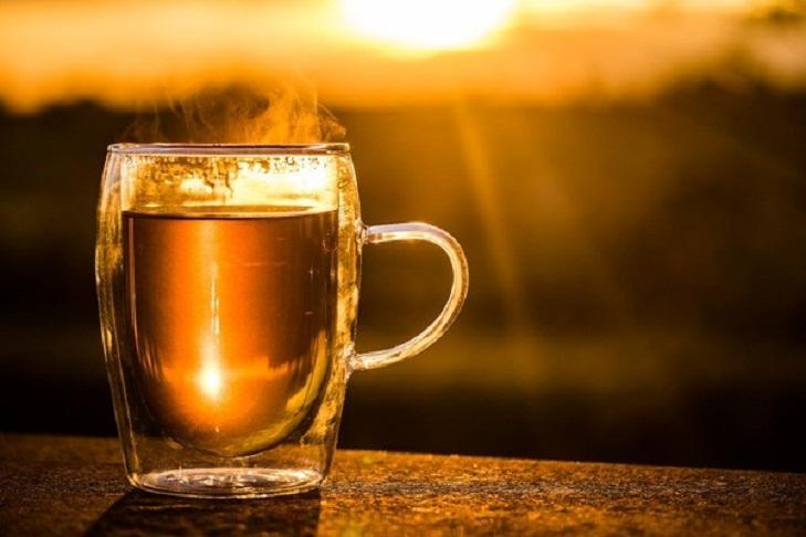 При повышенной температуре: что полезно есть и пить