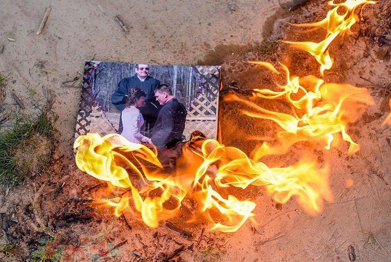 представляю что будет если сжечь фото любимого человека это