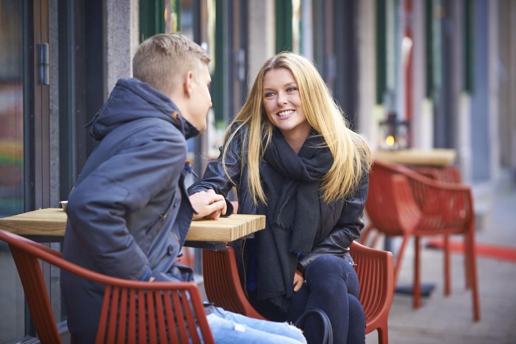 Блондинка удачно знакомиться с парнями, фото мохнатых женских ляжек