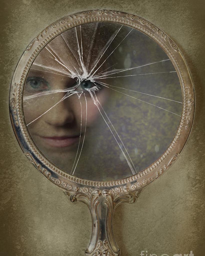 Фото разбитое зеркало
