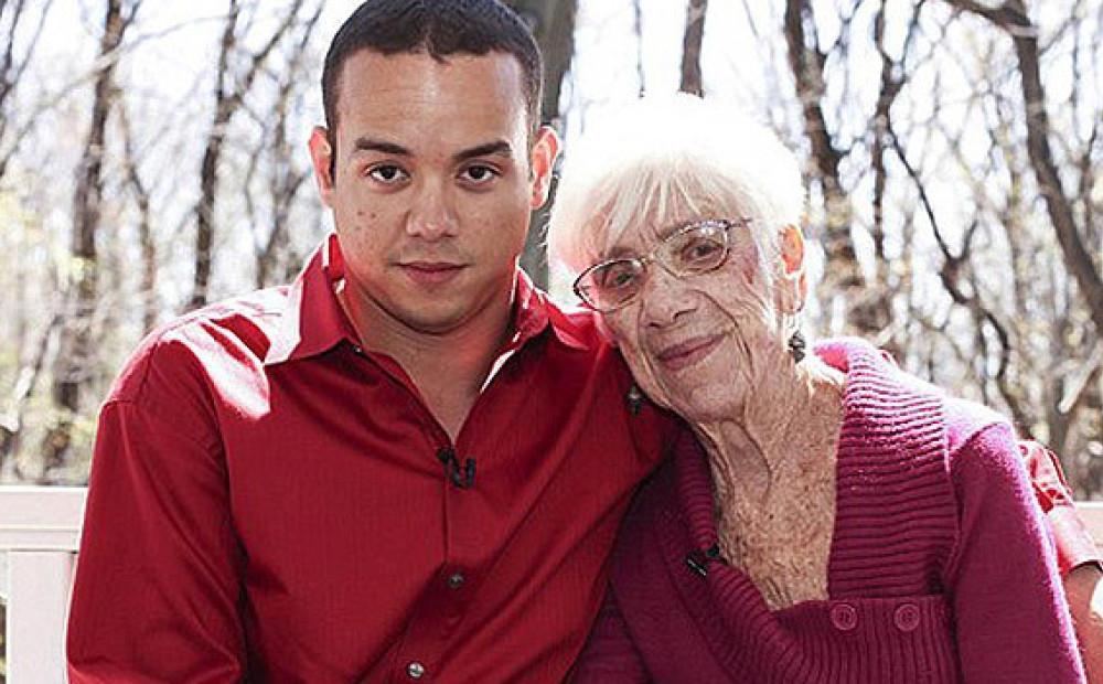 фото очень молодой парень старая женщина изысканная
