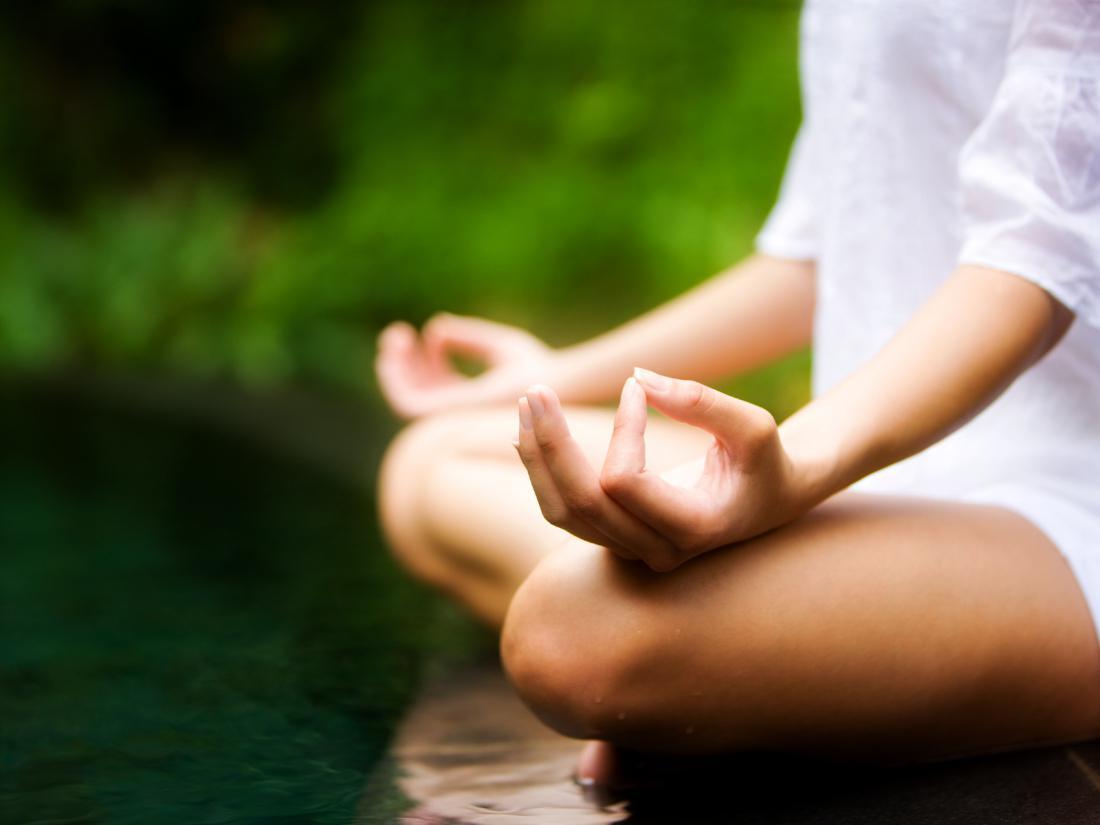 обои для рабочего стола медитирующая девушка № 613337 бесплатно
