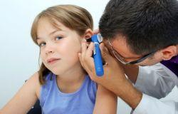 Почему болит ухо у ребенка?