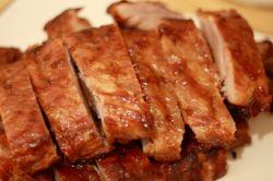 Как быстро и без особых хлопот приготовить мясо, запеченное в духовке?