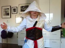 Как сделать костюм ассасина своими руками?