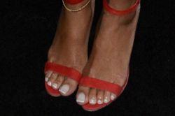 Что поможет, если отходят ногти на ногах