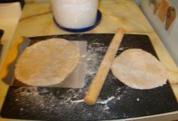 Вкусная замена хлебу - ржаные лепешки на кефире