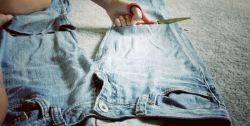 А вы знаете, как сделать шорты из джинс своими руками?