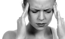 Пульсирующая боль в голове: с чем она связана и как ее устранить?
