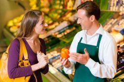 Обязанности продавца-консультанта: личностные качества и знания