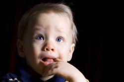 Каковы причины обильного слюноотделения у ребенка?