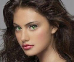 Какой цвет волос подходит к зеленым глазам по мнению стилистов?
