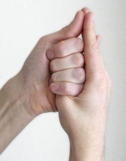 Почему могут болеть пальцы рук?