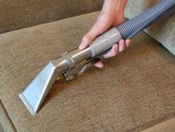 Как почистить диван в домашних условиях? Чем почистить диван от пятен?