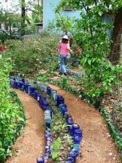 Украшение для сада своими руками. Украшение для сада из пластиковых бутылок