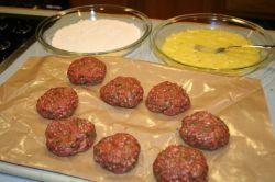 Рецепт и советы, как приготовить биточки из фарша в духовке