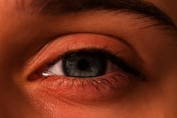 Кровоизлияние в глазу: что делать? Почему происходит кровоизлияние в сетчатку глаза или стекловидное тело?
