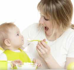 Питание ребенка в 7 месяцев: рацион, таблица