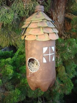 Скворечник из пластиковой бутылки - уютный дом для птиц своими руками