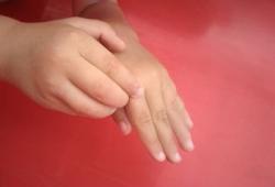 К чему чешется правая рука?