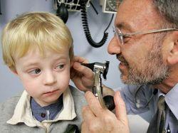 Капли для ушей: лечение отита