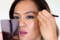 Средства для создания идеального макияжа: тени для бровей