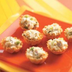 Салат в тарталетках – отличное украшение фуршетного стола