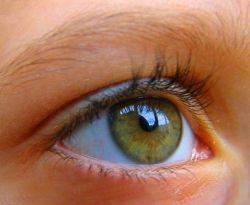 Почему появляется нервный тик глаза? Ищем причины