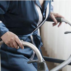 Перелом шейки бедра в пожилом возрасте. Симптомы, лечение и реабилитация после травмы