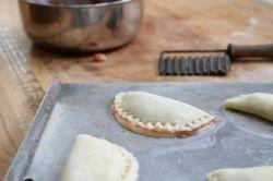 Вкусные и румяные пирожки в духовке