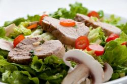 Салат со свининой: сытно и очень вкусно!