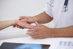 Почему происходит покалывание в пальцах рук?